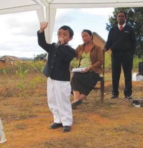 Rima tem seis anos de idade e pregou diligentemente o evangelho ao longo dos últimos dois anos. Crédito: SID