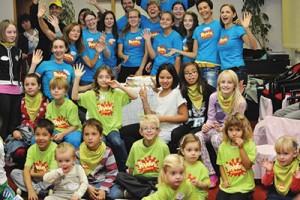 """O programa """"Messy Church"""" [Igreja Bagunçada] na Eslovênia provê uma experiência significativa para as crianças. Crédito: TED"""