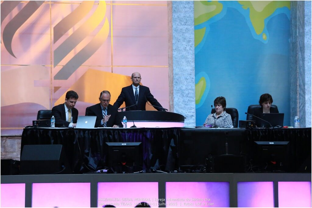 votacao-ordenacao-de-mulheres-assembleia-mundial-10