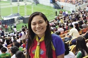 Evelyn Silva, única adventista na família, levou nove familiares para a programação na arena. Foto: Diogo Cavalcanti