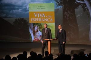 Livro missionário para 2015 é lançado oficialmente e deve chegar às mãos de 16 milhões de brasileiros.  Crédito: Wilson Azevedo