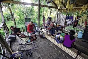 Voluntário da Asvam prestando atendimento domiciliar. Foto: Diogo Cavalcanti
