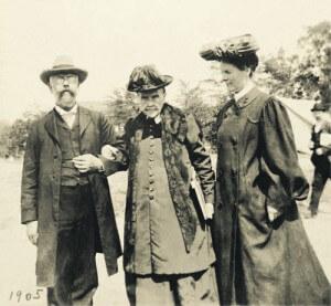Depois de mais de quarenta anos, uma nova foto de Ellen White foi descoberta. A foto foi tirada em 1905.