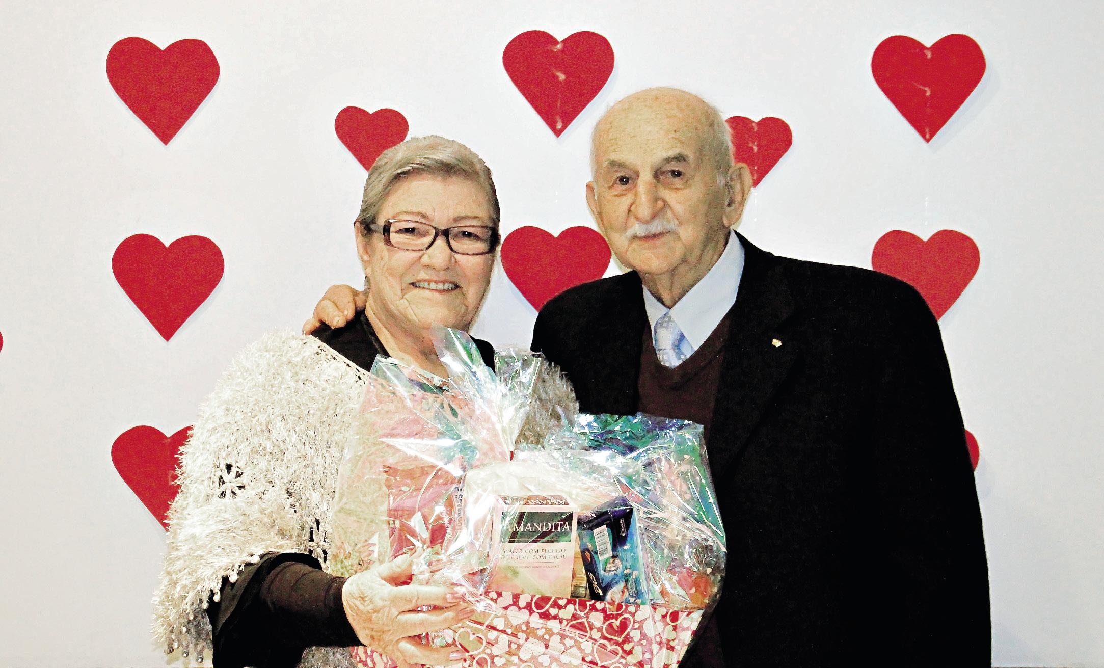 Casal do Rio grande do Sul morre de mãos dadas após 65 anos de casamento.