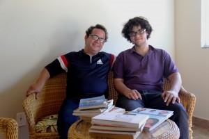 Desde cedo, Jefrey foi incentivado pelo pai, Márcio Machado, a desenvolver o gosto pela leitura. Foto: reprodução ASN