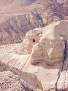 Caverna-de-Qumram-onde-foram-achados-os-manuscritos-do-mar-morto.