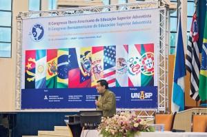 """Adolfo Suárez no Congresso Ibero-Americano de Educação: """"O ensino deve impactar o aluno na complexidade do ser e ao longo da vida"""". Foto: Jean Guilherme"""