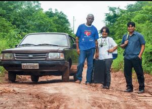 O pastor Miraldo Fag-tanh e o casal Laudelino e Geni Dantas. Igreja Adventista na região Centro-Oeste iniciará mapeamento da atuação de missionários voluntários nas aldeias. Foto: Márcio Tonetti