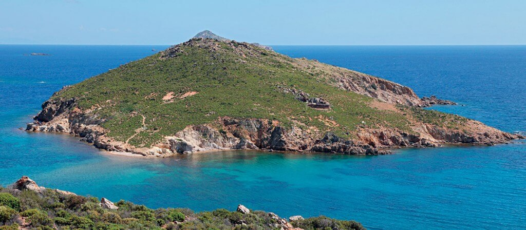 Ilha de Patmos, no mar Egeu: cenário onde João esteve exilado e recebeu visões. Imagem: Fotolia