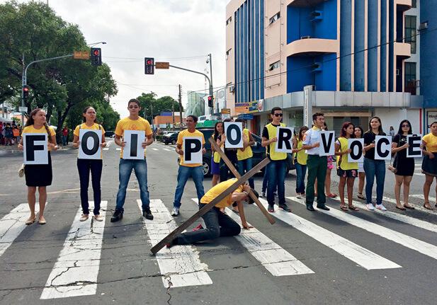 Teresina (PI): 2 mil voluntários foram às ruas. A data marcou a maior mobilização de jovens da história da igreja na cidade. Foto: Franck Oliveira