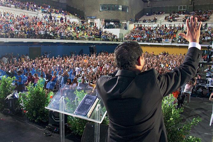 Rio de Janeiro: 10 mil pessoas se reuniram em dois ginásios para celebrar os resultados e testemunhar mais batismos. Cidade é prioridade de missão urbana neste ano. Foto: Fabiana Lopes