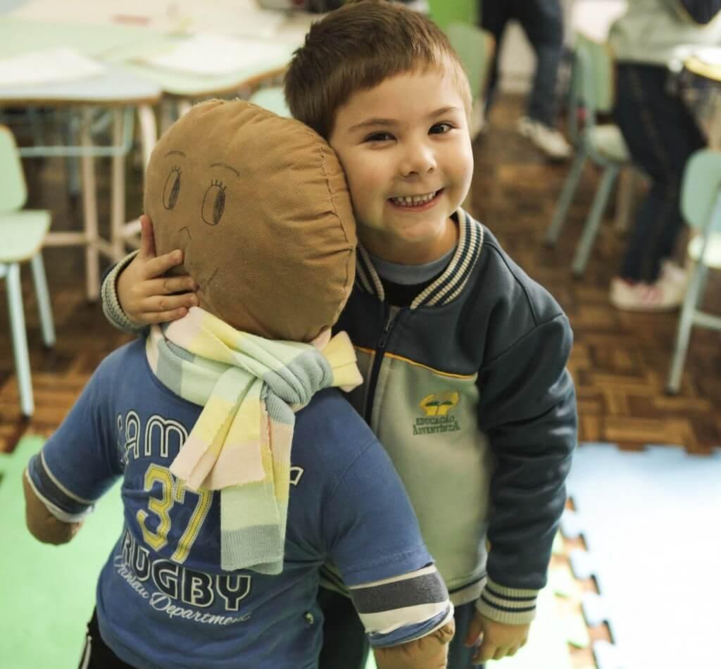 Bonecos-de-pano-incentivam-alunos-a-participar-de-campanha-do-agasalho-2