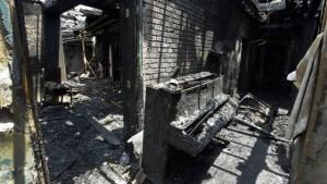 Algumas das igrejas que foram incendiadas ficaram completamente destruídas.