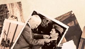 """Desmond Doss recebe a Medalha de Honra do Congresso das mãos de harry Truman, presidente dos Estados Unidos na época. O paramédico preferia ser chamado de """"colaborador consciencioso""""."""
