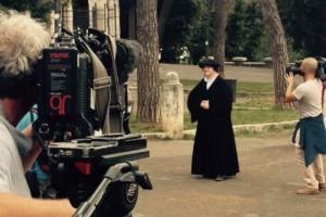 Torsten Lange Klemmstein viajou da cidade natal de Lutero para o evento e vestiu batina, um chapéu preto e camisa branca como Lutero. Créditos da imagem: Adventist Review
