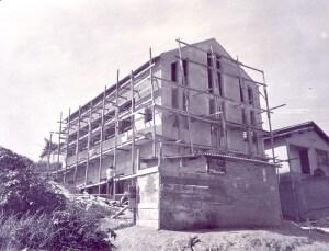 Início da construção do templo adventista japonês no bairro Capão Redondo, em São Paulo. Foto: Arquivo Kiwao Mori