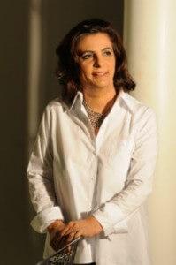 Vítima de um crime bárbaro na década de 1980, Cristina Lopes Afonso conseguiu dar a volta por cima e hoje auxilia outras mulheres que sofrem agressões. Foto: arquivo pessoal