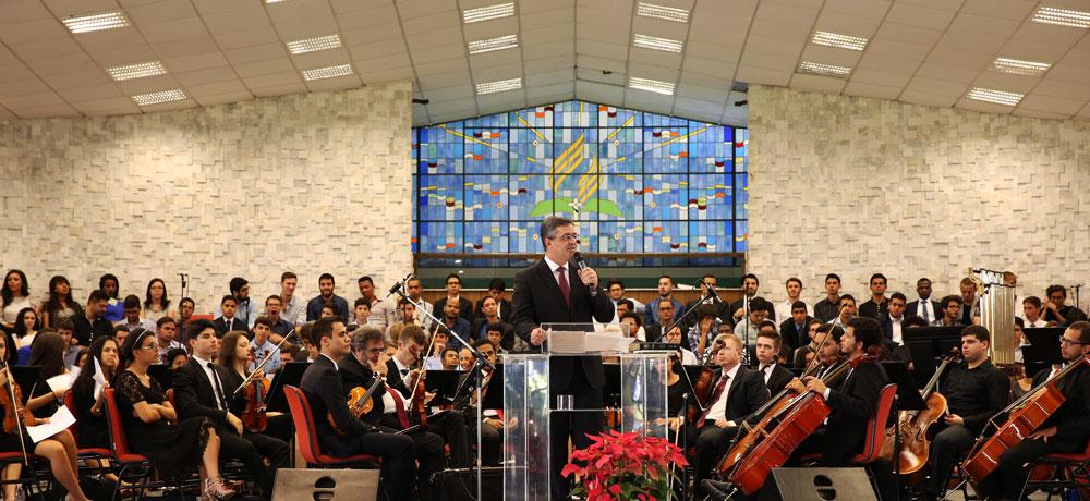 """Pastor Erton Köhler: """"Se a igreja é o que é no Brasil isso se deve em grande parte ao trabalho de pastores dedicados e usados por Deus que conduziram adequadamente a igreja fizeram""""."""