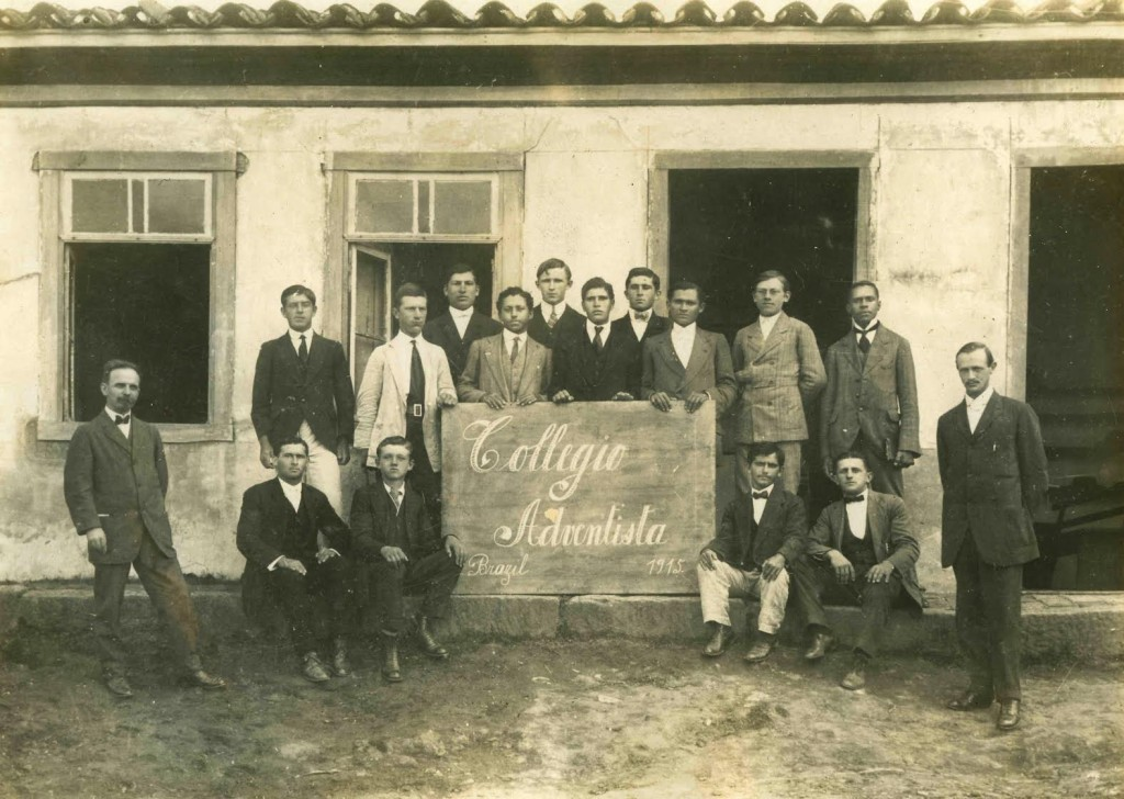 Foto do Colégio Adventista em 1915