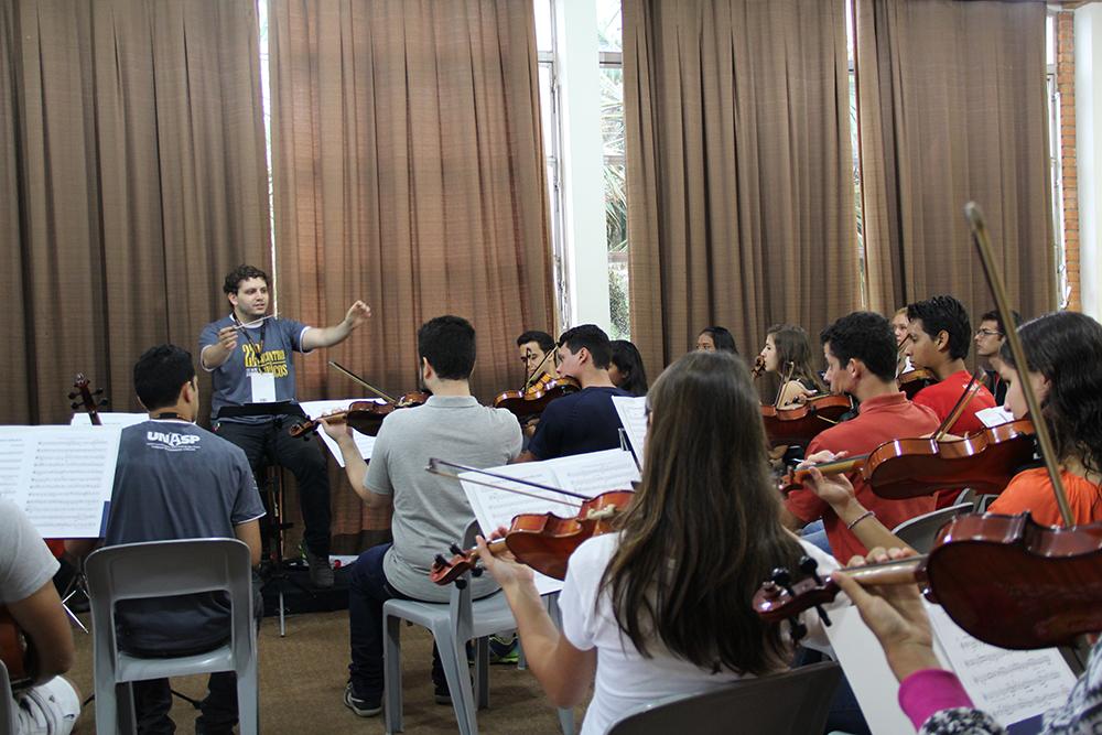 Além de aperfeiçoamento técnico, 22º Encontro de Músicos do Unasp promoveu reflexões sobre o papel da música na adoração e no cumprimento da missão. Créditos da imagem: Unasp, campus Engenheiro Coelho