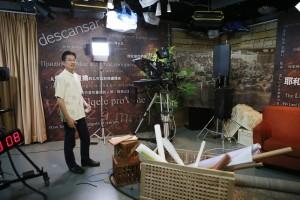 Alguns conteúdos produzidos pela sede do canal Hope Chanel, nos EUA, são dublados para o mandarim pela equipe do centro de mídia de Hong Kong. Créditos da imagem: reprodução Adventist Review