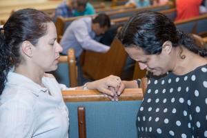 Sueli Oliveira participa de momentos de oração na comunidade adventista que frequenta, em Tatuí (SP). Créditos da imagem: Daniel Oliveira