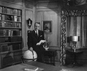 George Vandeman apresenta o It Is Written em um estúdio em Nova York no ano de 1956. Créditos da imagem: acervo do It Is Written