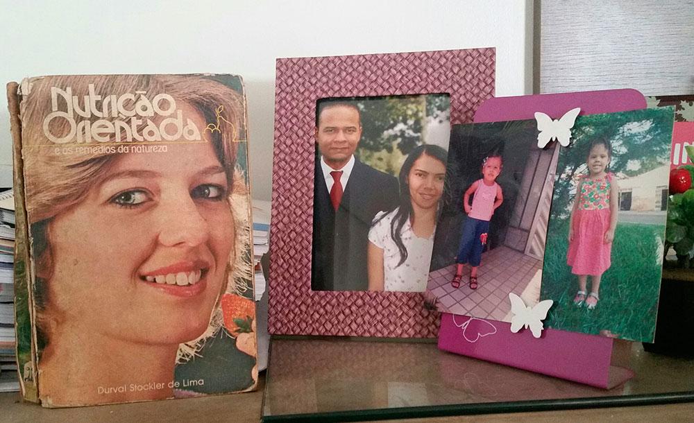 Pastor guarda livro publicado pela CPB que o influenciou a mudar de vida. Créditos da imagem: arquivo pessoal