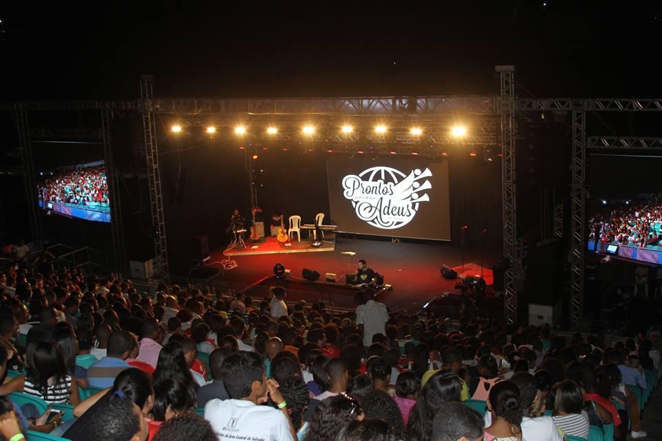 Mega Vigília Jovem reúne seis mil pessoas em Salvador - foto 1