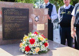 Lápide-do-túmulo-de-Guilherme-Stein-Junior-recebe-nova-placa