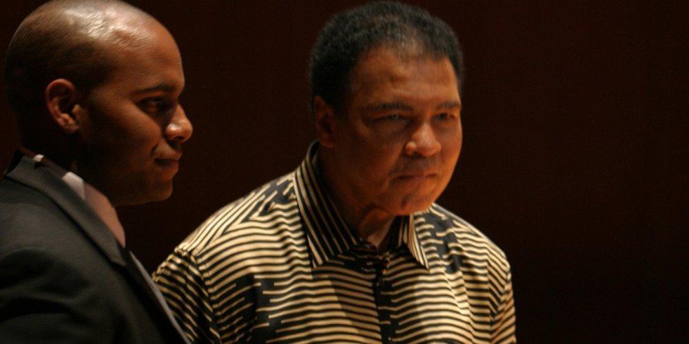 Muhammad Ali participa de evento beneficente na Universidade Andrews em fevereiro de 2004. Créditos da imagem: Universidade Andrews