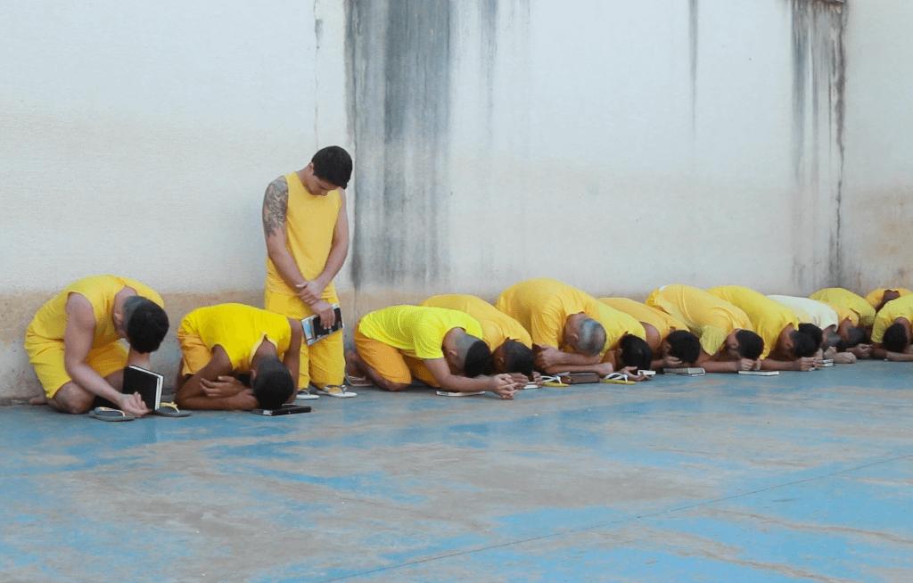 TV-Novo-Tempo-chega-a-penitenciaria-de-Tangara-da-Serra-foto 2
