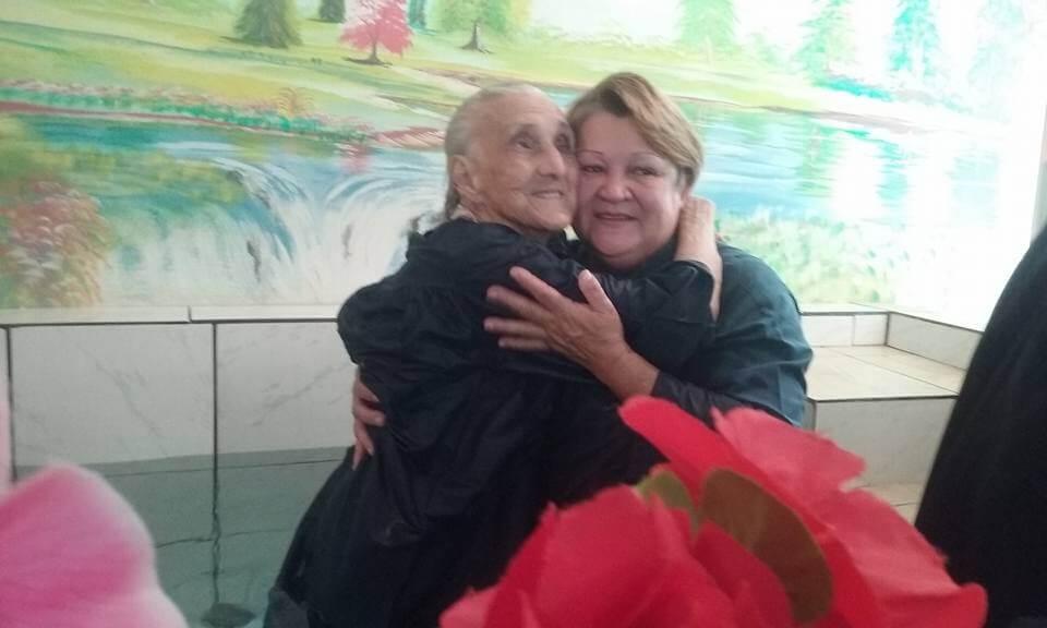 Batismo de senhora de 104 anos