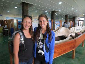 Taylor e Julia são estudantes de biologia da Universidade do Arizona. Crédito: Michelson Borges