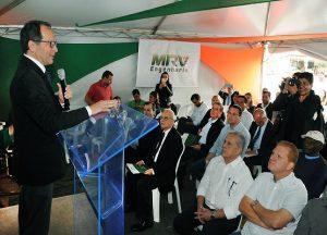 Pastor Paulo Martini, diretor do campus Engenheiro Coelho, discursa durante o