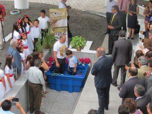 Aluno da Escola Adventista Loma Linda foi batizado no encerramento do encontro criacionista no Equador. Crédito: Michelson Borges