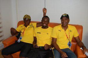 Usain Bolt, acompanhado da mãe, Jeniffer, e do pai, Wellesley, que é batista. Créditos da imagem: Acervo pessoal/Facebook