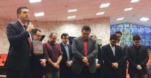 Dr. Martin Kuhn, reitor do Unasp, durante cerimônia de dedicação do livro publicado pela Unaspress. Foto: acervo Unasp