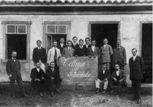 Primeira turma de estudante do CAB, com John Lipke na esquerda e Paulo Hennig na direita