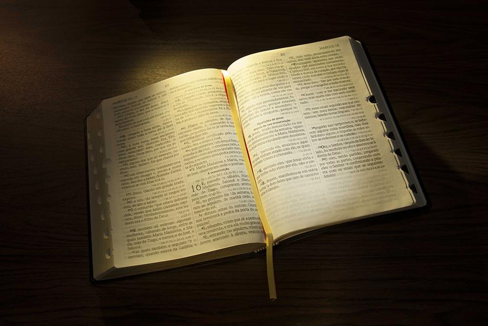 Celebrado no segundo domingo de dezembro, o Dia da Bíblia foi criado em 1549, na Grã-Bretanha. No Brasil a data começou a ser celebrada em 1850, quando chegaram da Europa e EUA os primeiros missionários cristãos evangélicos. Foto: Daniel de Oliveira