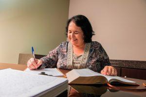 Josiéli trabalha atualmente na segunda cópia manuscrita da Bíblia. Foto: William de Moraes