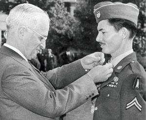 Em 1945, Desmond Doss recebeu do então presidente Harry Truman a Medalha de Honra do Congresso. Foto: desmonddoss.com